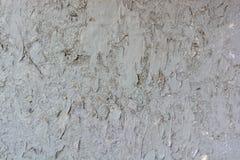 Ραγισμένη γκρι ζωγραφική στην παλαιά επιφάνεια τοίχων ασβεστοκονιάματος Στοκ Φωτογραφία
