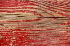 Ραγισμένη κόκκινο ζωγραφική στην ξύλινη επιφάνεια Στοκ Φωτογραφία