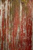Ραγισμένη κόκκινο ζωγραφική στην ξύλινη επιφάνεια Στοκ Φωτογραφίες