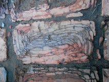 Ραγισμένη σκοτεινή διάβαση πεζών τούβλου Στοκ Εικόνες