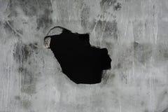 Ραγισμένη συγκεκριμένη σύσταση με την τρύπα, συγκεκριμένο υπόβαθρο σύστασης Στοκ Φωτογραφίες