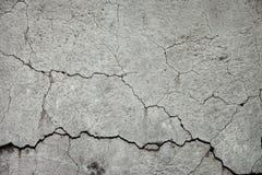 Ραγισμένος τοίχος πετρών Στοκ φωτογραφίες με δικαίωμα ελεύθερης χρήσης