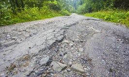 Ραγισμένος χαλασμένος δρόμος στοκ εικόνα με δικαίωμα ελεύθερης χρήσης