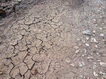 Ραγισμένο έδαφος, πορεία, ξηρό χώμα εικόνες οικολογίας έννοιας πολύ περισσότεροι το χαρτοφυλάκιό μου Ραγισμένα γήινα σύσταση και  Στοκ Φωτογραφίες