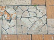 Ραγισμένο παλαιό πάτωμα τούβλου Στοκ εικόνα με δικαίωμα ελεύθερης χρήσης