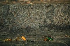 Ραγισμένο παλαιό υπόβαθρο τοίχων πετρών, σύσταση πετρών grunge κοντά επάνω Στοκ Φωτογραφία