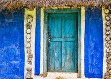 ραγισμένο παλαιό χρώμα πορτών Στοκ Φωτογραφίες