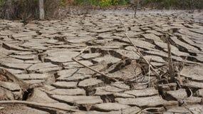 ραγισμένο χώμα ξηρό χώμα πολύ Στοκ Φωτογραφίες