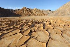 Ραγισμένο χώμα στην έρημο Στοκ εικόνα με δικαίωμα ελεύθερης χρήσης