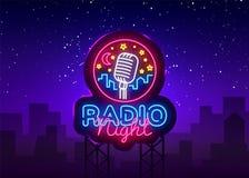 Ραδιο διάνυσμα λογότυπων νέου νύχτας Ραδιο σημάδι νέου νύχτας, πρότυπο σχεδίου, σύγχρονο σχέδιο τάσης, ραδιο πινακίδα νέου, νύχτα ελεύθερη απεικόνιση δικαιώματος