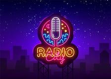 Ραδιο διάνυσμα λογότυπων νέου Ραδιο σημάδι νέου πόλεων, πρότυπο σχεδίου, σύγχρονο σχέδιο τάσης, πινακίδα νέου νύχτας, νύχτα φωτει διανυσματική απεικόνιση