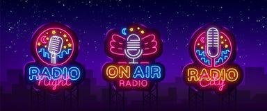 Ραδιο διάνυσμα συλλογής σημαδιών νέου Ραδιο λογότυπα νέου νύχτας, πρότυπο σχεδίου, σύγχρονο σχέδιο τάσης, ραδιο πινακίδα νέου ελεύθερη απεικόνιση δικαιώματος