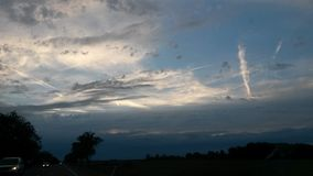 δραματικός ουρανός βραδ&io Στοκ Εικόνα