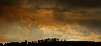 δραματικός ουρανός στοκ εικόνα με δικαίωμα ελεύθερης χρήσης