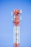 Ραδιο κεραία τηλεπικοινωνιών και δορυφορικός πύργος Στοκ Εικόνες