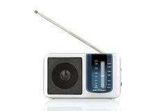 Ραδιόφωνο που απομονώνεται στο άσπρο υπόβαθρο με το ψαλίδισμα της πορείας Στοκ εικόνα με δικαίωμα ελεύθερης χρήσης