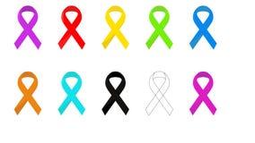 Ρεαλιστικό σύνολο κορδελλών, σύμβολο συνειδητοποίησης καρκίνου του μαστού, που απομονώνεται στο λευκό e ελεύθερη απεικόνιση δικαιώματος