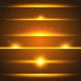 Ρεαλιστικό σύνολο φλογών φακών Συλλογή των χρυσών ελαφριών αποτελεσμάτων στο διαφανές υπόβαθρο Λάμψη με τις ακτίνες και το επίκεν απεικόνιση αποθεμάτων