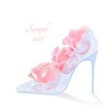 Ρεαλιστικά διανυσματικά λουλούδια και παπούτσια με τα τακούνια Στοκ εικόνα με δικαίωμα ελεύθερης χρήσης