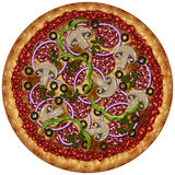 Ρεαλιστική στρογγυλή πίτσα με το λουκάνικο, τις ελιές και τα λαχανικά Στοκ Φωτογραφία