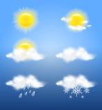 Ρεαλιστικοί ήλιος και σύννεφα διαφάνειας στα καιρικά εικονίδια καθορισμένα Στοκ Φωτογραφία
