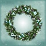 Ρεαλιστικό στεφάνι Χριστουγέννων των κλάδων έλατου Στοκ φωτογραφία με δικαίωμα ελεύθερης χρήσης