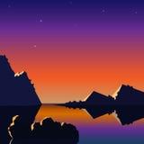 Ρεαλιστικό τοπίο με ένα ηλιοβασίλεμα και τα βουνά Στοκ φωτογραφία με δικαίωμα ελεύθερης χρήσης
