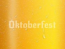 Ρεαλιστικό υπόβαθρο μπύρας Oktoberfest με τις φυσαλίδες, τις πτώσεις νερού και την τυπογραφία Απεικόνιση Oktoberfest Στοκ Φωτογραφία