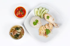Ρεσμένο ελαιούχο ρύζι και ρεσμένο κοτόπουλο όπως & x22 Κοτόπουλο Hainanese rice& x22  s με την πικάντικη σάλτσα φασολιών σόγιας σ Στοκ Φωτογραφίες