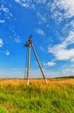 Ρευματοδότης και νεφελώδης ουρανός Στοκ φωτογραφία με δικαίωμα ελεύθερης χρήσης