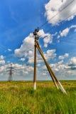 Ρευματοδότης και νεφελώδης ουρανός Στοκ Φωτογραφία