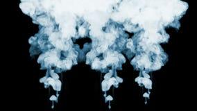 Ρεύματα καπνού σε σε αργή κίνηση Πολλές ροές καπνού που απομονώνονται στο μαύρο υπόβαθρο με αναδρομικά φωτισμένος και έτοιμος για φιλμ μικρού μήκους