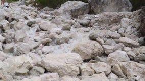 Ρεύμα ανοίξεων βουνών απόθεμα βίντεο