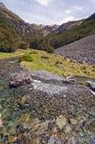 Ρεύμα βουνών μια ηλιόλουστη ημέρα Στοκ εικόνες με δικαίωμα ελεύθερης χρήσης