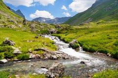 Ρεύμα βουνών στην κοιλάδα Στοκ Εικόνα