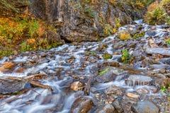Ρεύμα βουνών το φθινόπωρο Στοκ φωτογραφία με δικαίωμα ελεύθερης χρήσης