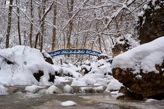 Ρεύμα βουνών το χειμώνα στοκ εικόνες με δικαίωμα ελεύθερης χρήσης
