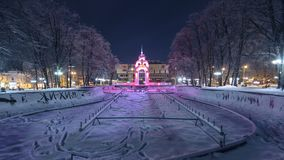 Ρεύμα καθρεφτών ή ρεύμα γυαλιού timelapse - το πρώτο σύμβολο της πόλης Kharkov φιλμ μικρού μήκους