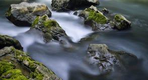 Ρεύμα και βράχοι Στοκ εικόνες με δικαίωμα ελεύθερης χρήσης