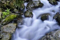 Ρεύμα και βράχοι Στοκ εικόνα με δικαίωμα ελεύθερης χρήσης