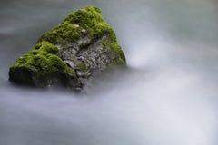 Ρεύμα και βράχοι Στοκ φωτογραφίες με δικαίωμα ελεύθερης χρήσης