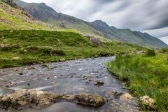 Ρεύμα στο πέρασμα Llanberis, σε Snowdonia από Llanberis, πέρα από το μάνδρα-Υ-πέρασμα Στοκ Εικόνες