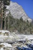 Ρεύμα χειμερινών βουνών Στοκ φωτογραφία με δικαίωμα ελεύθερης χρήσης