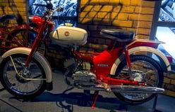 ΡΗΓΑ, ΛΕΤΟΝΙΑ - 16 ΟΚΤΩΒΡΊΟΥ: Αναδρομικό μουσείο μηχανών της Ρήγας μοτοσικλετών, στις 16 Οκτωβρίου 2016 στη Ρήγα, Λετονία Στοκ φωτογραφίες με δικαίωμα ελεύθερης χρήσης