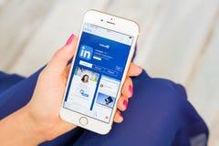 ΡΗΓΑ, ΛΕΤΟΝΙΑ - 8 ΣΕΠΤΕΜΒΡΊΟΥ 2016: LinkedIn app App στο κατάστημα Το LinkedIn είναι μια επιχείρηση και μια απασχόληση-προσανατολ Στοκ φωτογραφίες με δικαίωμα ελεύθερης χρήσης