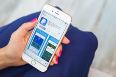 ΡΗΓΑ, ΛΕΤΟΝΙΑ - 8 ΣΕΠΤΕΜΒΡΊΟΥ 2016: PayPal app App στο κατάστημα Το PayPal ενεργοποιεί ένα παγκόσμιο σε απευθείας σύνδεση σύστημα Στοκ εικόνες με δικαίωμα ελεύθερης χρήσης