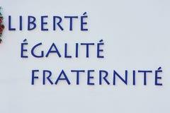 Ρητό της Γαλλικής Επανάστασης σε έναν άσπρο τοίχο στοκ εικόνα με δικαίωμα ελεύθερης χρήσης