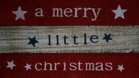 Ρητό Χριστουγέννων που γράφεται στους ξύλινους πίνακες στοκ φωτογραφίες