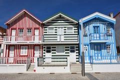 Ριγωτά χρωματισμένα σπίτια, Nova πλευρών, $μπέιρα Litoral, Πορτογαλία, ΕΥΡ στοκ εικόνες