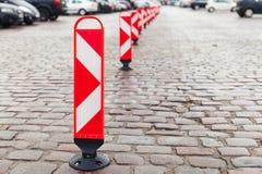 Ριγωτή στάση οδικών σημαδιών προσοχής σε μια σειρά Στοκ Εικόνα